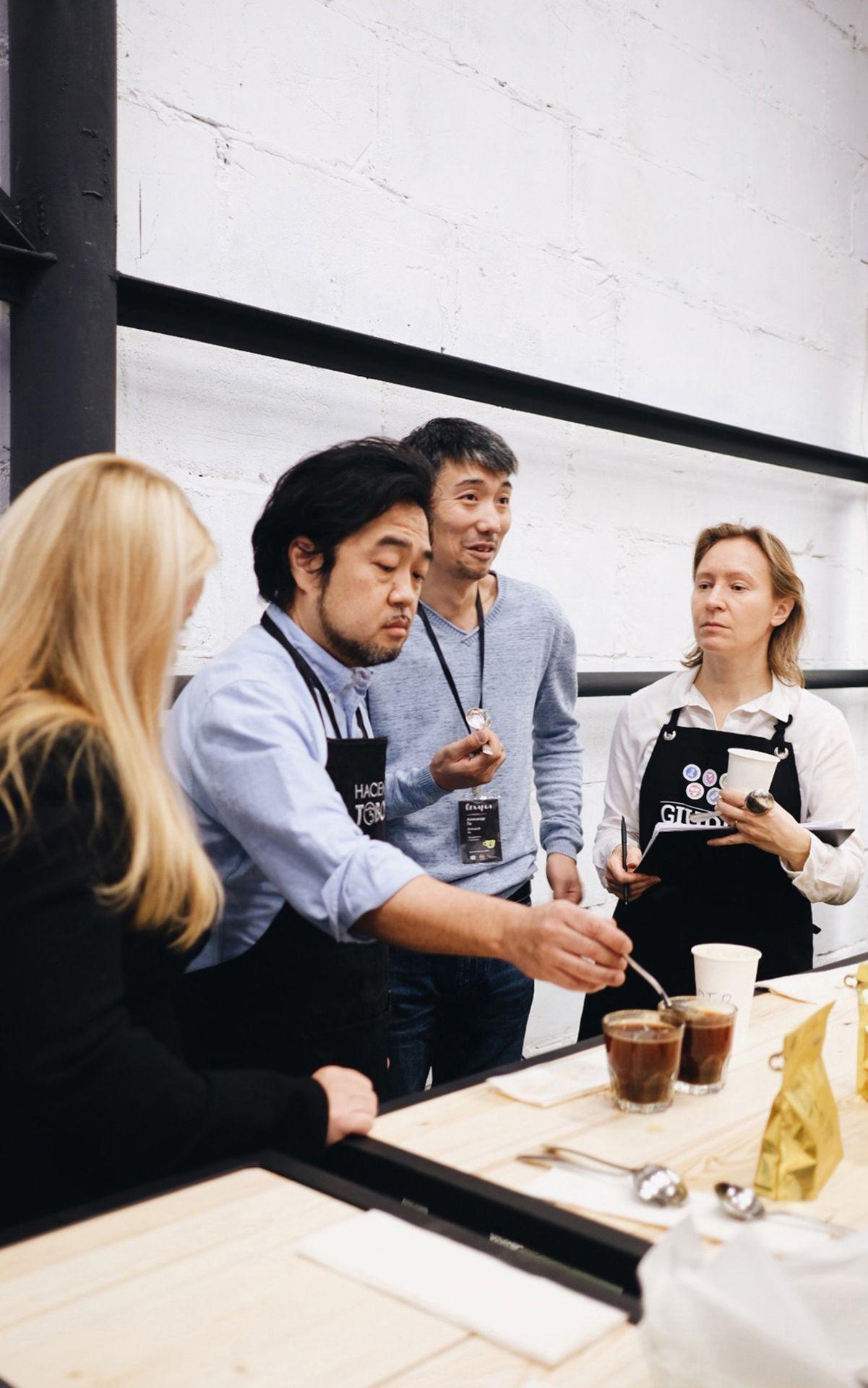 Дизайн корпоративной одежды в фирменном стиле Tasty Coffee от Мухина Дизайн
