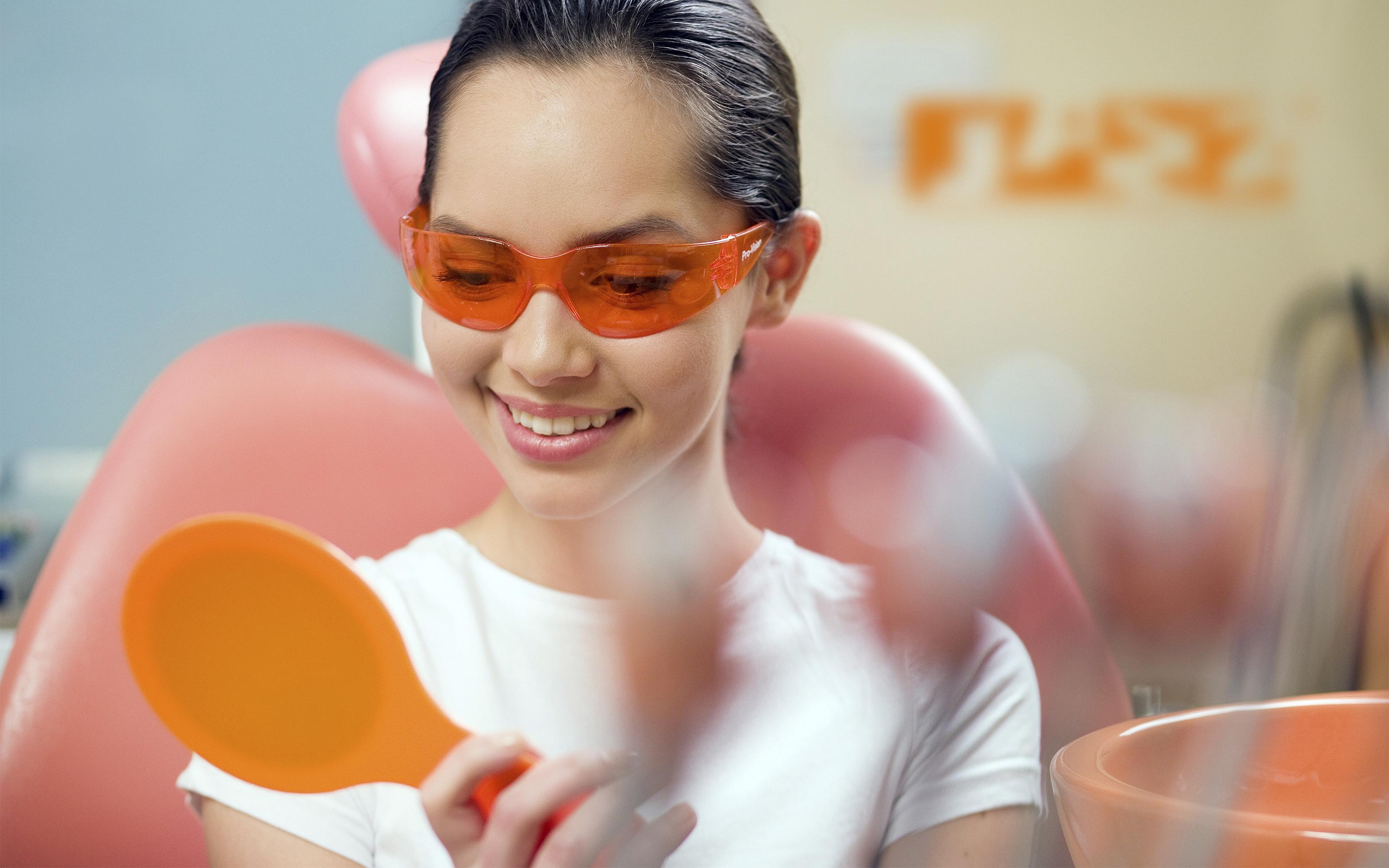 Подача фирменного стиля сети стоматологий JAZZ (Джаз) от агентства Мухина Дизайн (Muhina Design)